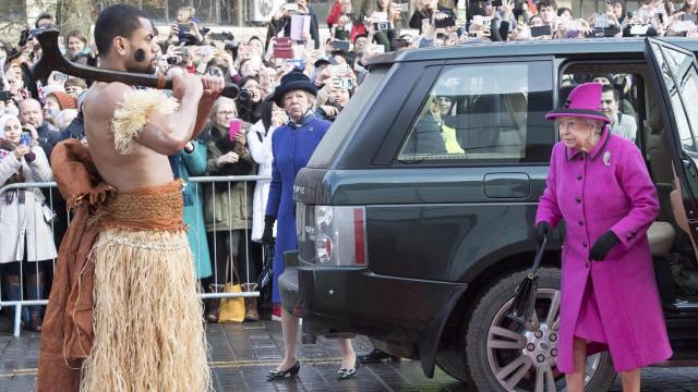 Cerita Menarik di Balik Gaya Ikonis Ratu Elizabeth II (436573)