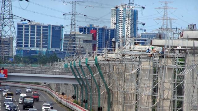 Skema Pembiayaan Bermasalah, Luhut Kukuh LRT Jakarta Selesai 2019 (4171)