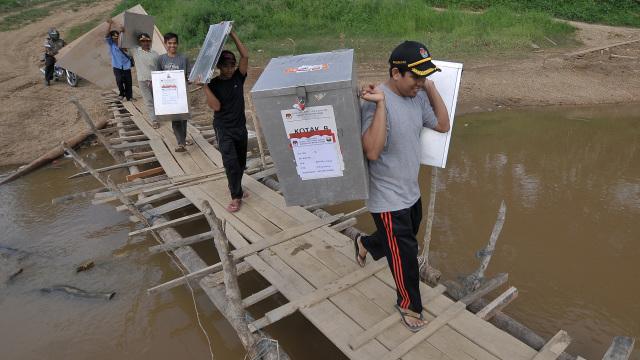Distribusi logistik pilkada di Jambi