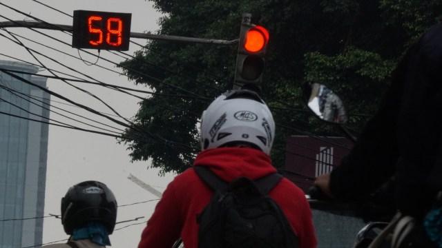 Ilustrasi Lampu Merah di Jalan