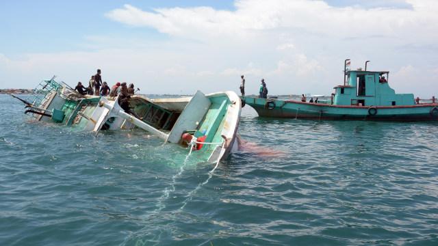 Penenggelaman kapal ikan di Tanjung Benoa