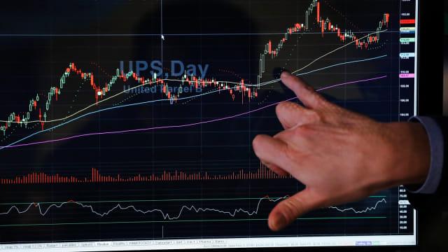 Wall Street Anjlok, Investor Lepas Saham Teknologi  (17310)