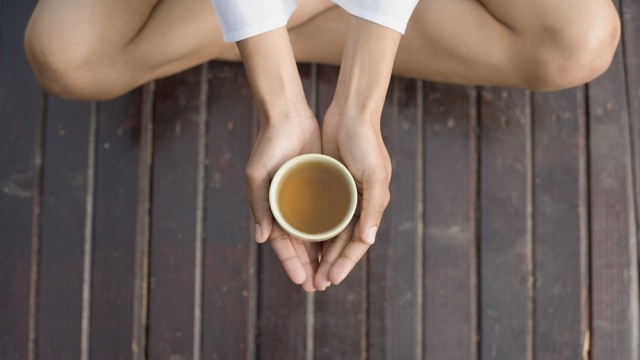 Cara Terbaik Minum Teh Chamomile Supaya Tidur Lebih Nyenyak (7114)