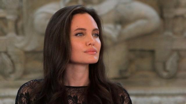Wanita di Iran Operasi Wajah 50 Kali supaya Mirip Angelina Jolie (54654)