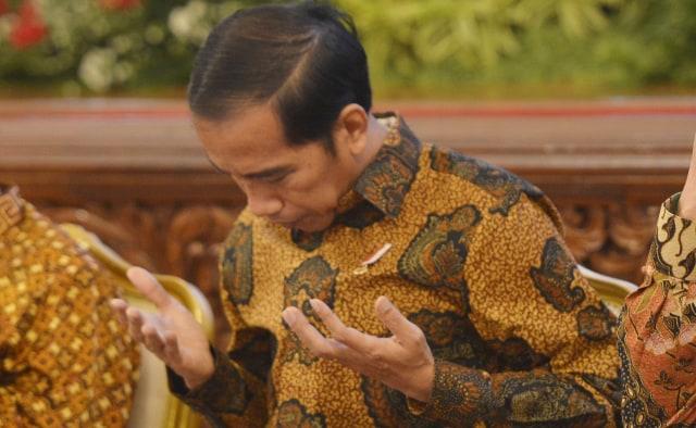 Presiden Jokowi berdoa