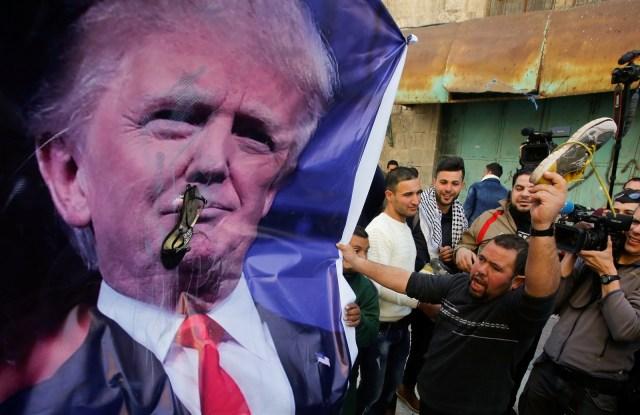 Warga Palestina Mendemo Trump