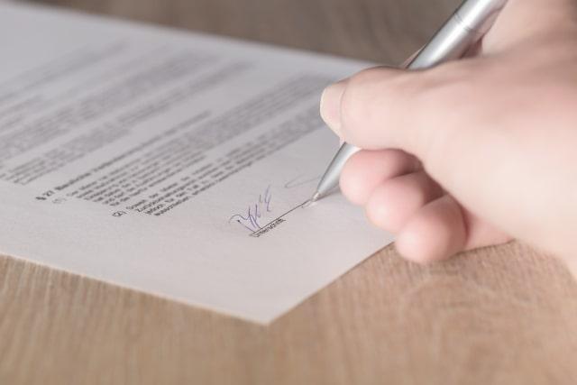 Ilustrasi surat kontrak