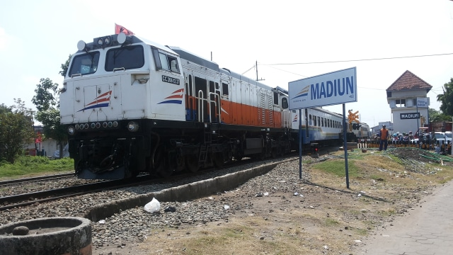 KA Sancaka Anjlok di Ngawi, Perjalanan Kereta ke Surabaya Terganggu (75912)