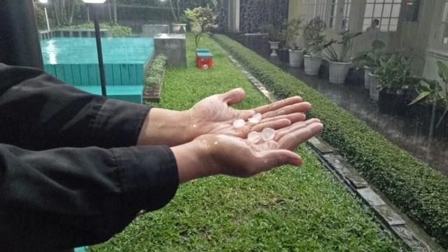 BMKG soal Penyebab Hujan Lebat dan Es di Indonesia: Atmosfer Tak Stabil (29745)