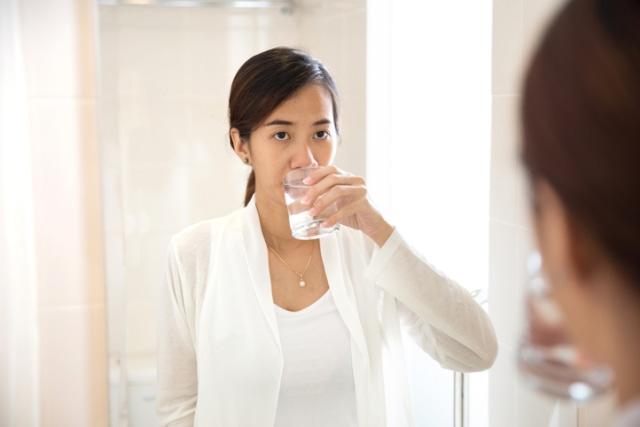 Benarkah Virus Corona Bisa Dicegah dengan Minum Air Garam? Ini Faktanya! (1)