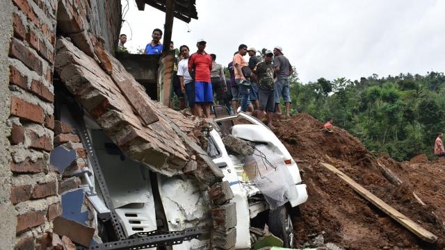 Kaleidoskop Bencana Indonesia 2017 (484970)