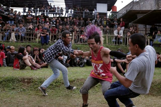 FOTO: Anak Punk Saleh di Bandung, Kegiatannya Konser dan Mengaji (1248090)