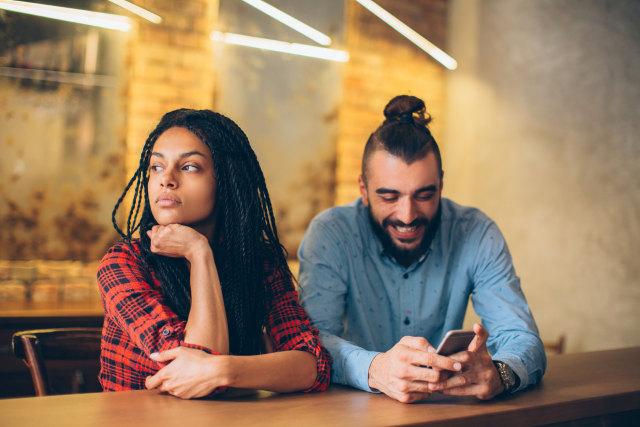 6 Dampak Media Sosial Bagi Kesehatan Mental Kita (137075)