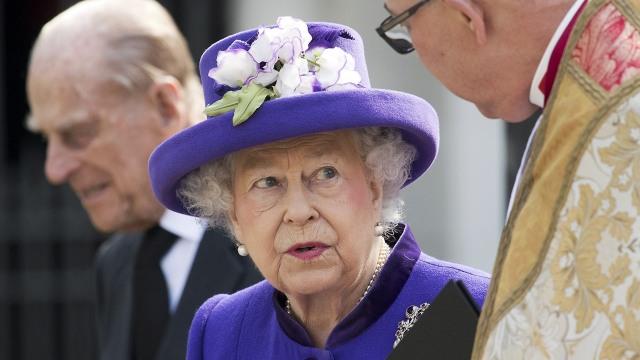 Mau Keliling Dunia Bareng Ratu Elizabeth II?? Ini Caranya (2942)