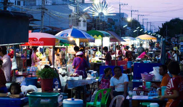 Pedagang street food di Thailand.