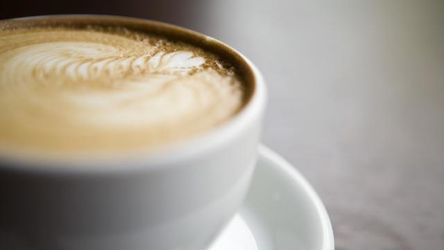 Hindari pemakaian gula dan susu di kopi