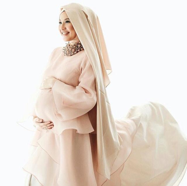 Maternity Shoot Kekinian Ala 4 Hijabers Cantik Kumparan Com
