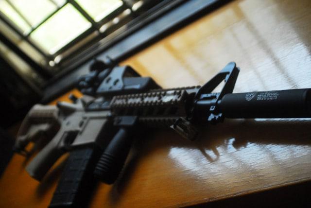 Polisi Sita Revolver dan Airsoft Gun dari Pelaku Penembakan di Mangga Besar (799593)