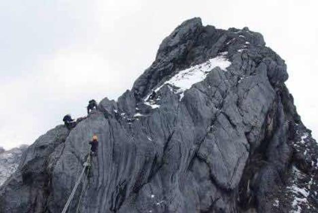Puncak Dunia Dengan Nama Carstensz Pyramid Kumparan Com