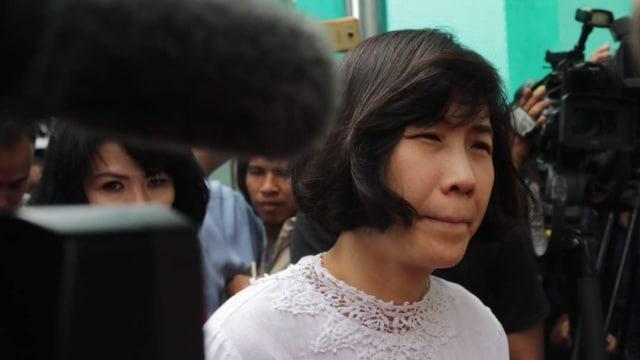 Veronica Tan menjenguk Ahok.