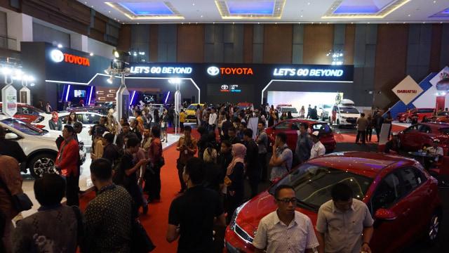 Para pengunjung pameran GIIAS Makassar 2017