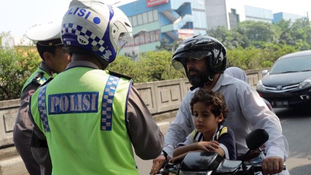 Hari ke-5 Operasi Patuh Jaya 2020, Mayoritas Pelanggar Pemotor Tak Pakai Helm (359748)