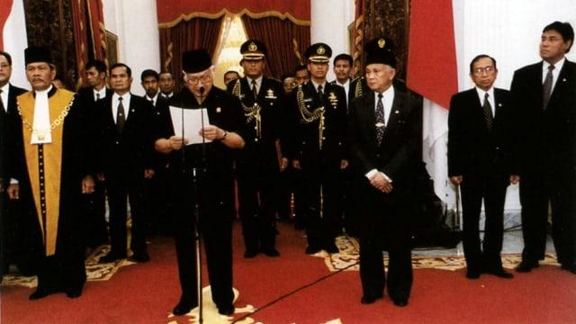 BJ Habibie dan Cerita Lengsernya Soeharto (755683)