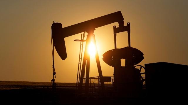 Ilustrasi pengeboran minyak dan gas