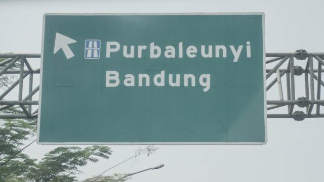 Viral 2 Mobil di Tol Buahbatu Bandung Saling Senggol, Polisi Selidiki (250377)