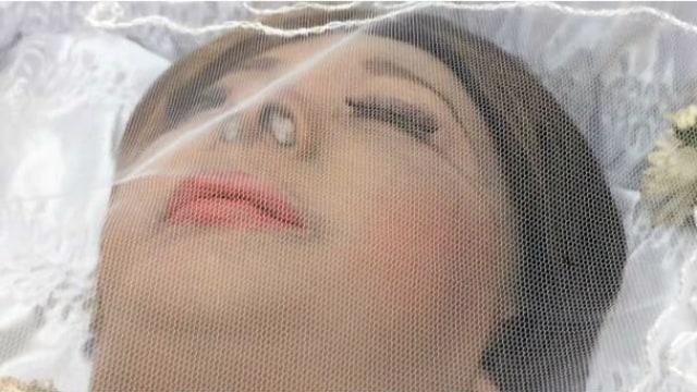 Mata Jenazah Yana Zein Mengeluarkan Air (103374)