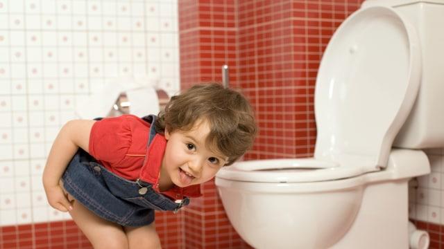 Ajari anak menggunakan toilet