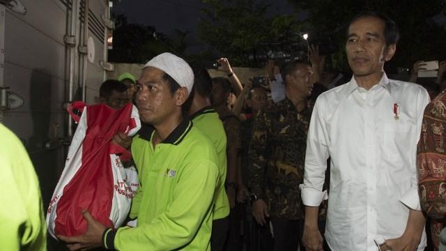 PKS: Aksi Bagi-bagi Sembako Jokowi Bukan Tindakan Bijak (15842)