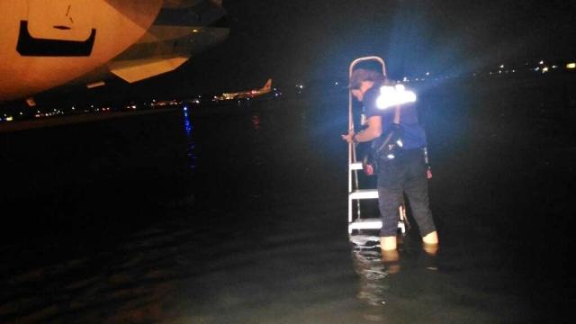 AP II: Banjir di Area Parkir Pesawat Terminal 3 karena Hujan Besar (45327)