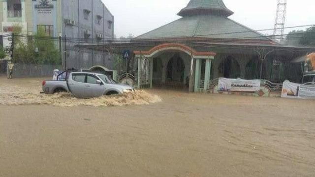Banjir di Samarinda Akibat Buruknya Drainase (15815)