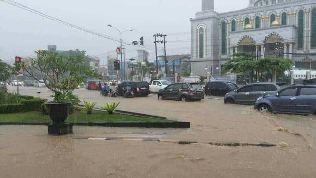 Banjir di Samarinda Akibat Buruknya Drainase (15813)