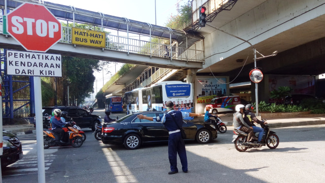 Ribuan Orang Dukung Petisi Tolak Pelarangan Motor di Sudirman-Kuningan (95132)