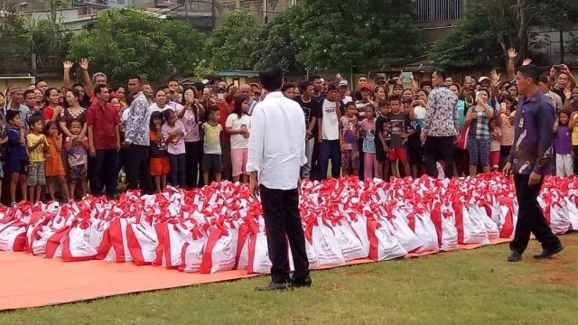 Soal Sembako, PDIP Sebut Jokowi Serupa Umar bin Khattab Panggul Gandum (147518)