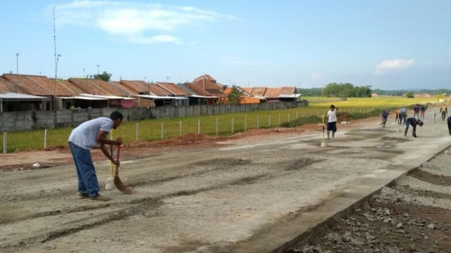 Jokowi: Siapa Suruh Makan Jalan Tol? Makan Aspal Nanti Sakit Perut (557010)