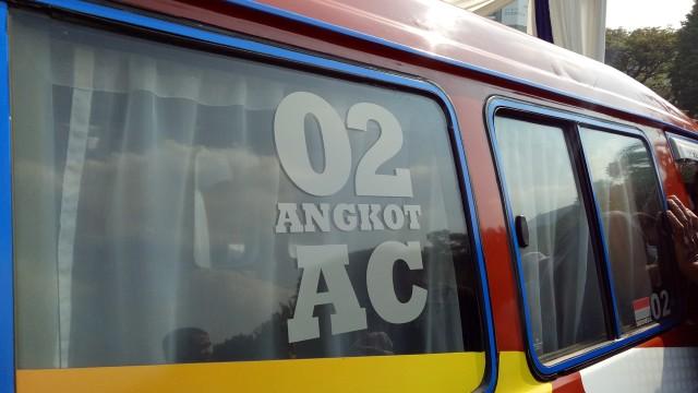 Go-Jek dan Uber Janji Akan Bantu Pasang AC di Angkot (96996)