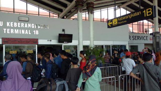 Keberangkatan di Terminal 1 B Bandara Soetta