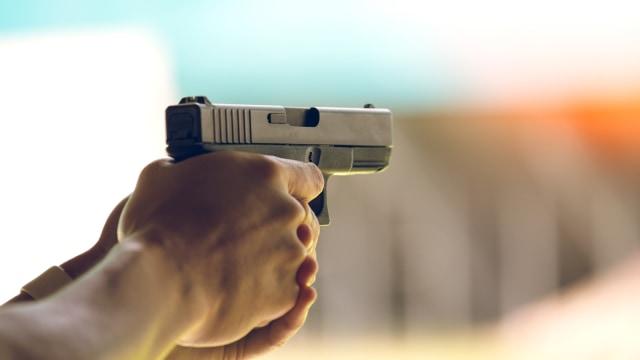Ilustrasi Pistol Polisi