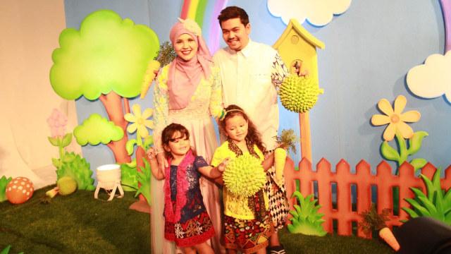 Indra Bekti dan keluarga