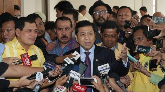 Foto Jadul Setya Novanto dan Gelar 'Pria Tampan Surabaya 1975' (493617)