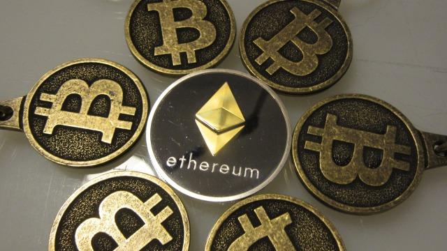 Ilustrasi Bitcoin dan Ethereum