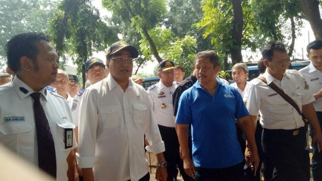 Menteri Perhubungan Budi Karya di Stasiun Tebet