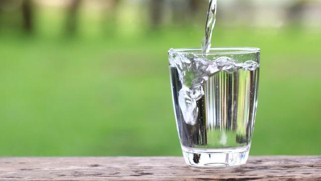 Hasil gambar untuk air minum