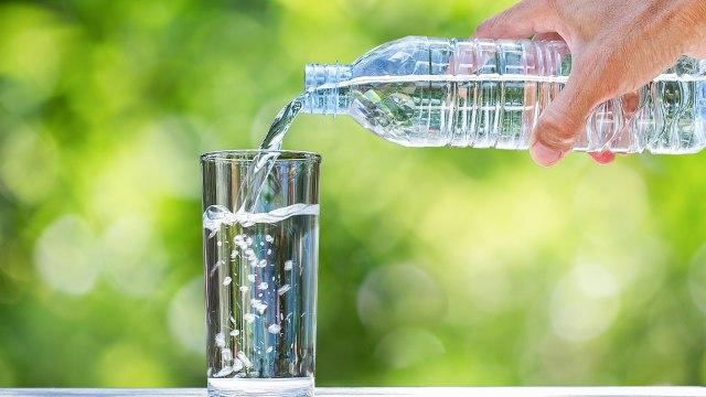Batasan konsumsi air mineral.