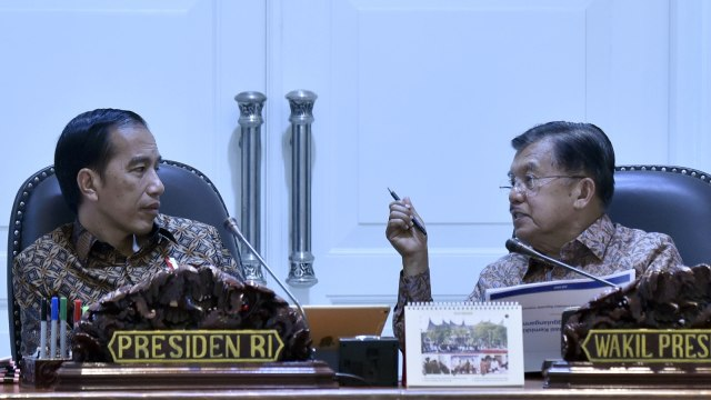 Jokowi dan Jk dalam rapat terbatas
