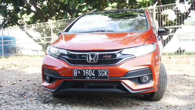 Toyota Yaris vs Honda Jazz, Siapa Lebih Unggul Soal Fitur? (63908)