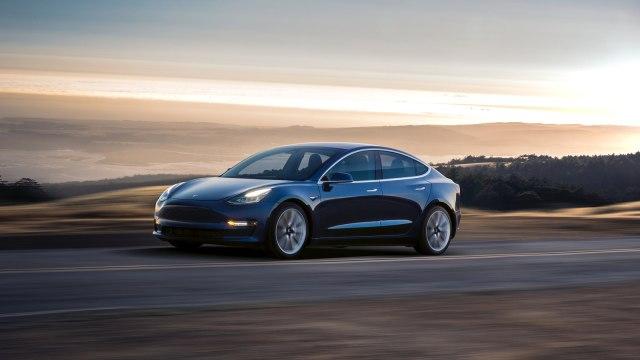 Pemuda di AS 'Curi' Listrik Demi Mobil Tesla-nya (134037)
